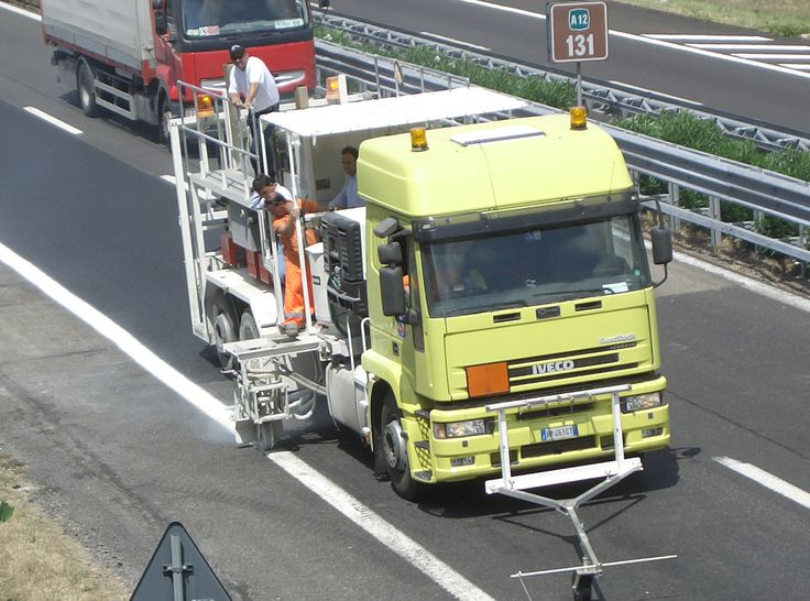 HOFMANN H75-3000P road marking truck with unpressurised containers (2 x 1500 l) for sprayable thermoplastics with pump, marker unit on both sides http://www.hofmannmarking.de/en/tmpl_produkt.php?prodnr=6