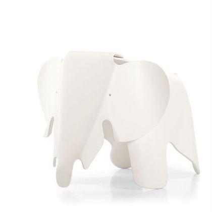 Vitra Eames kinderstoel. De olifant is een populair dier! Je ziet hem vaak als speelgoeddier maar ook in het design van meubels komt deze vriendelijke reus regelmatig terug. De Eames Elephant van Vitra is een onverwoestbaar stuk speelgoed dat leuk staat in de kinderkamer.