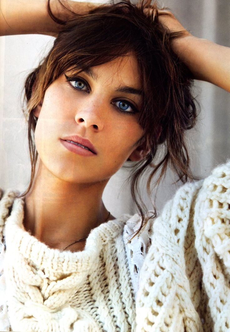 Alexa Chung love the hair the eyeliner the chunky sweater