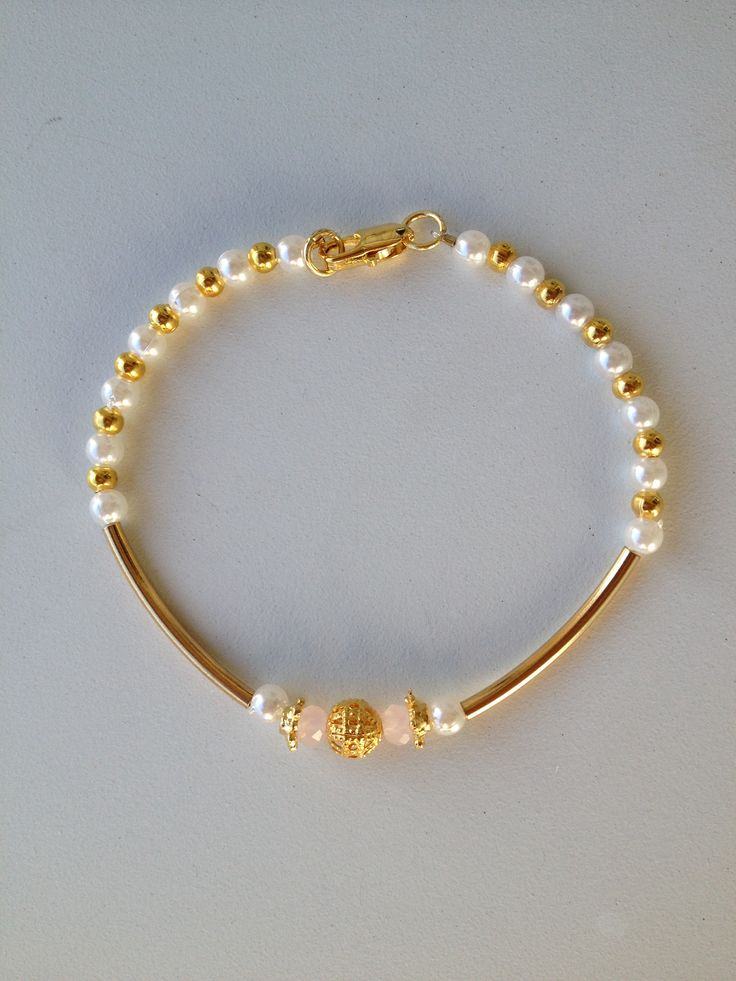 white and gold beaded bracelet with gold tube pulseira branca e dourada miçanga tubinho