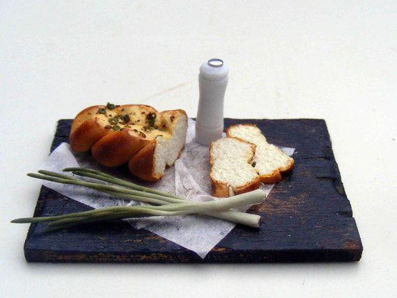 Плетеный хлеб с луком-пореем