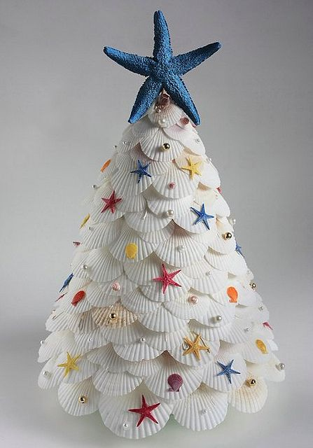 scallop and starfish christmas tree 2009 | Flickr - Photo Sharing!   .......... Awesome beach-iness!