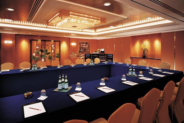 Kowloon Shangri-La, Hong Kong - New Orchid Room - U-shape meeting set up