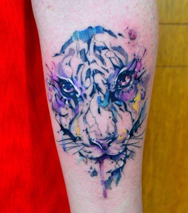 tatouage effet aquarelle sur le bras une t te de tigre. Black Bedroom Furniture Sets. Home Design Ideas