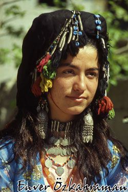 A festive 'köfi' (headgear), from the valley of the Zap River (province of Hakkâri / Çolemêrg). The large head scarf is made of black silk.  Kurdish, 1950-2000 (and still in use).