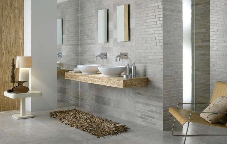 Harmoniska mjuka färger i badrum. Ljusgrått och ljust trä.   Göteborgs Kakelhus AB - Göteborg kakel klinker mosaik badrum kök badrumsinredning VVS