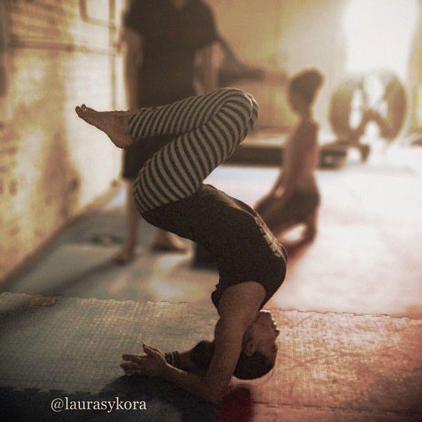 @Laurasykora wearing Teeki Balanced Traveler hot pants.