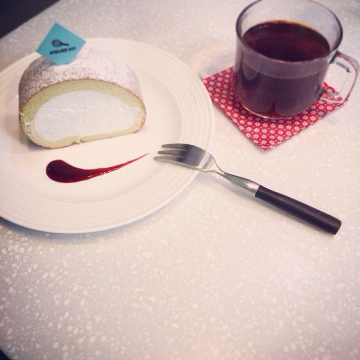Milk Cream Roll-cake with tea. #20140627