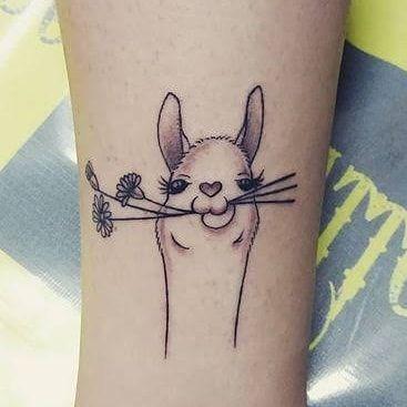 Autor desconhecido. #lhama #lhamas #lhamatattoo #cutetattoo #animalstattoo #animal #americadosul #americalat… | Tatuagens bff, Minitatuagens, Tatuagens que combinam