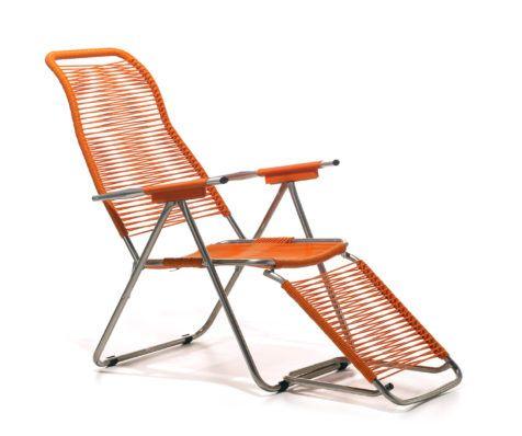 Spagettistolen är en klassisk, bekväm positionsstol i retromodell. Stolen är tillverkad i aluminium och snören i PVC-plast vilket gör den underhållsfri och tålig för väder och vind. Stolsryggen går att ställa i fyra olika lägen, fotstödet går att ställa i två lägen samt fällas upp under stolen. Spagettistolen går lätt att fälla ihop för förvaring. …