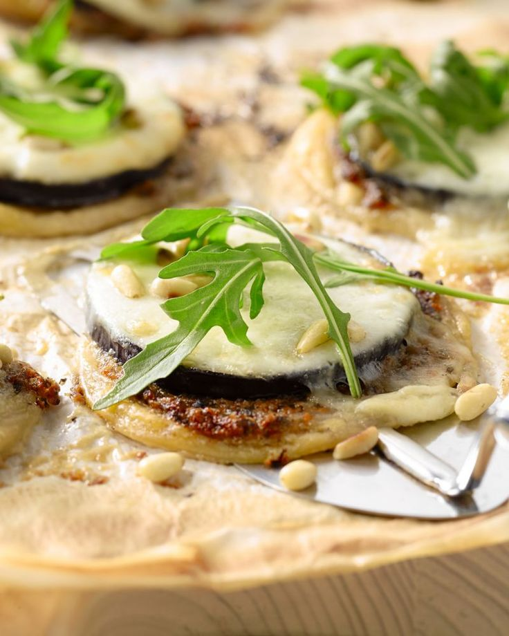 Taartjes met aubergine en mozzarella