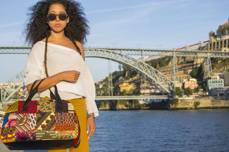 Gorgeous Sara Bombarda with our fabulous handbag Bie More info: http://cocoverde.net #Angola #CôcoVerde #Unique #handcrafted