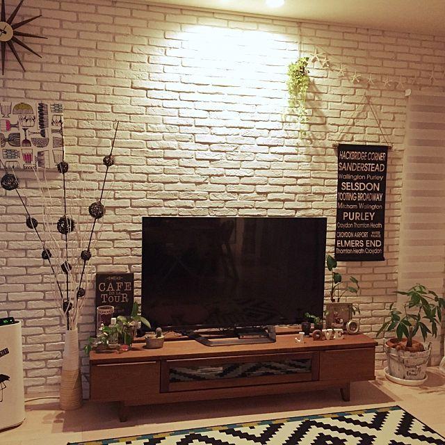 女性で、のテレビ/ラグ/白黒/テレビ台/空気清浄加湿機/植物…などについてのインテリア実例を紹介。「LOVEのオブジェ、Lが反転している…( ̄◇ ̄;)w 」(この写真は 2015-02-16 21:37:25 に共有されました)