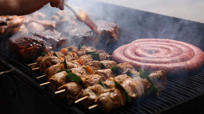 """Barbecued lamb skewers (sosatie) 