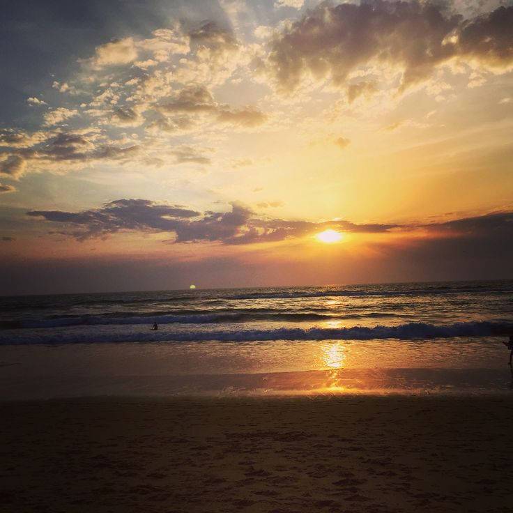 Sunset in Hossegor.. It's time to surf