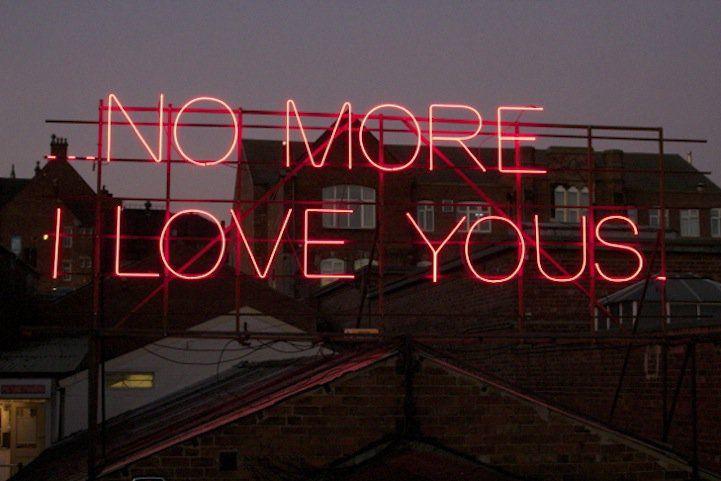 A year of love in neon #culturainquieta http://culturainquieta.com/es/arte/street-art/item/6947-un-ano-de-amor-de-neon.html