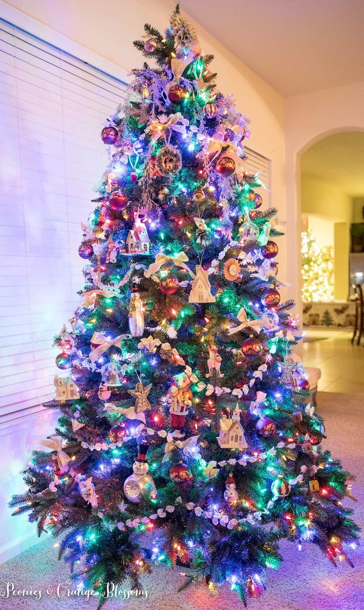 pictures of decorated christmas trees with colored lights. Black Bedroom Furniture Sets. Home Design Ideas