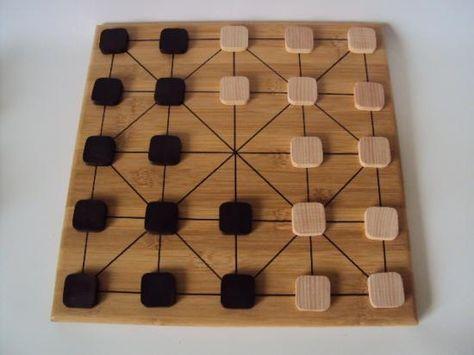 Précurseur du jeu traditionnel de Dames, l'Alquerque était joué en Egypte il y a plus de 3000 ans.