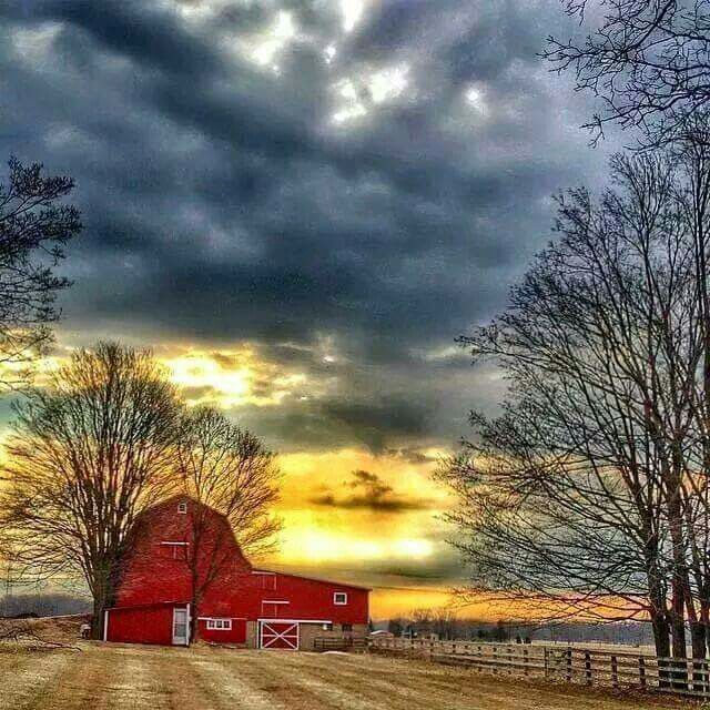 Country •~• red barn