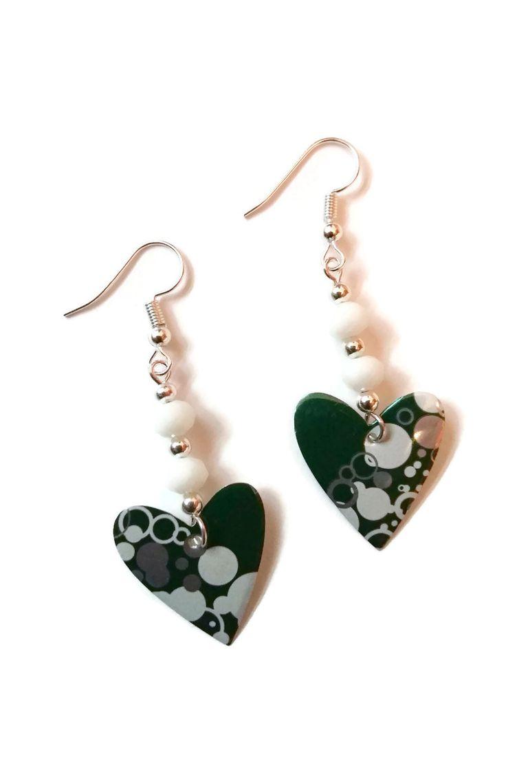 Boucles d'Oreilles Coeurs Perrier - Canettes Recyclées - Perles à facettes en Verre- Blanches Vertes Argentées : Boucles d'oreille par cap-and-pap
