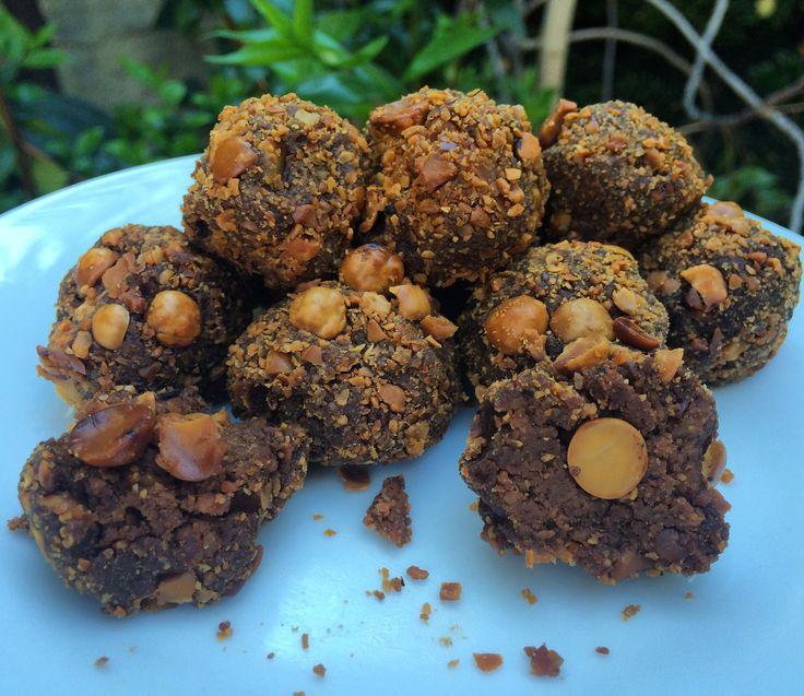 Mi version de Ferrero Rocher crudiveganos hechos con avellanas chilenas,  tienen un sabor a nutella que se pasó