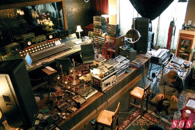 世界中のミュージシャンたちの仕事部屋はこんな感じ - DNA