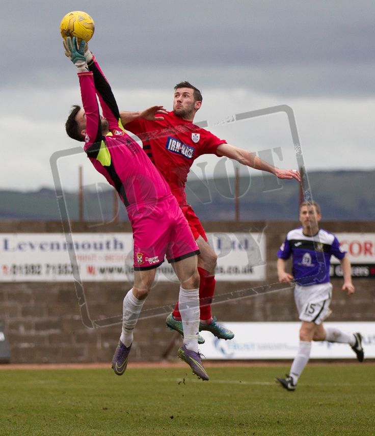 East Fife's keeper Liam Kelly clutches the ball during the SPFL League Two game between East Fife and Queen's Park.
