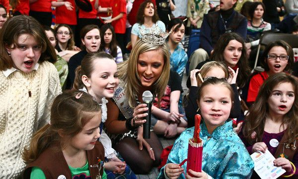 Miss Connecticut 2010 Brittany Decker sings along at Mall Madness with her Girl Scout friends.