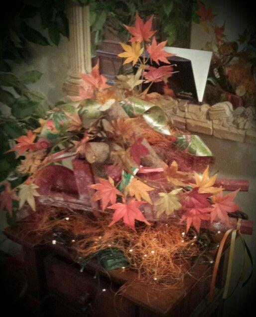 Carretto#legno#camino#foglie#acero#autunno