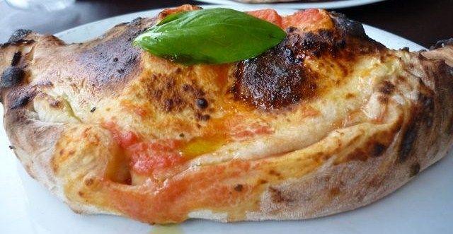 Buonissimo il calzone! http://pugliamonamour.it/calzone-di-prosciutto-e-mozzarella-u-calzone-cu-presutte-e-la-mozzaredd/