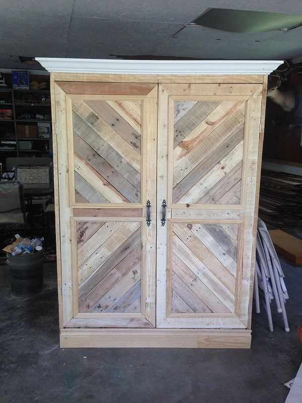 repurposed pallet wardrobe, closet, painted furniture, pallet, repurposing upcycling, woodworking projects