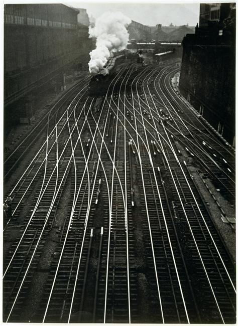 Pátio ferroviário de São Nazaré || Gare Saint-Lazare (Image: Ergy Landau) #Trem #Trilhos #Train #Rails