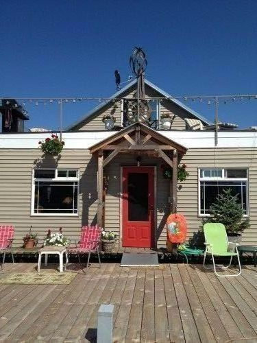 Affordable, Easy, Fun Lakefront Living