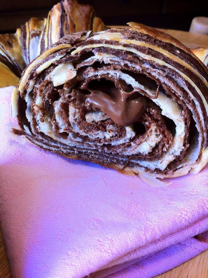 Ho appena sfornato i croissant bicolore  https://www.facebook.com/pages/Cucina-e-pasticci/1402447219979099?ref=hl http://blog.giallozafferano.it/cucinaepasticci/