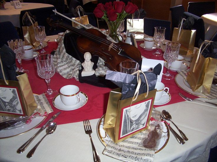 674 best images about christmas inspiration on pinterest for Violin decorating ideas