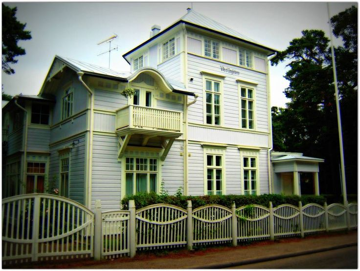 Appelgrenintie 9; Villa d'Angleterre, Hanko, Finland (arc. R. Grönholm 1881), (arc. Hjalmar Åberg 1909 )