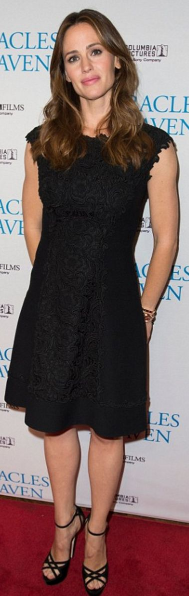 Who made  Jennifer Garner's black platform sandals and lace dress?