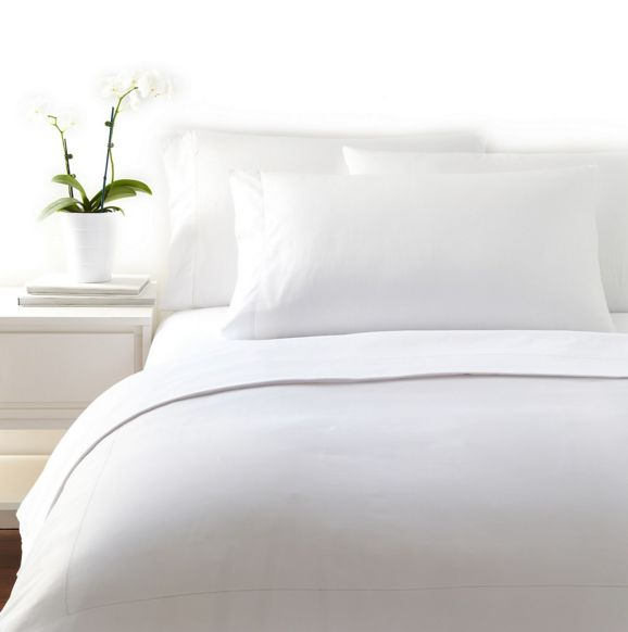 Clean White Bedding http://www.prettyhome.org/white-bedding/