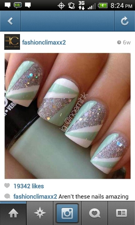 Sparkle nails with mint and white