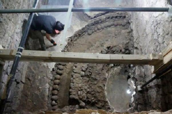 """""""Врата в АД"""": в Мехико археологи обнаружили башню из 650 черепов – опубликованы кадры"""