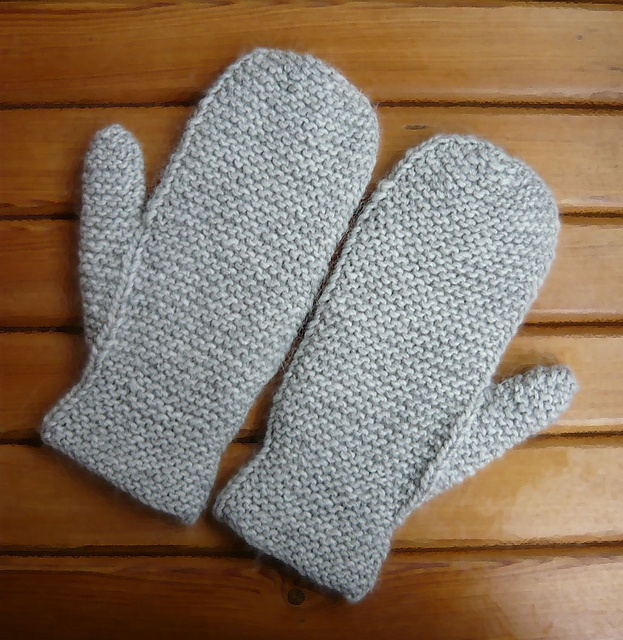 Ravelry: Silver Mittens pattern by Marina Gribovod