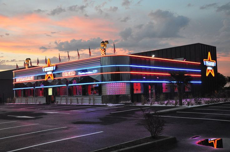 Le Memphis Coffee de Clermont Ferrand by night ! #diner #US #food #burger #fifties