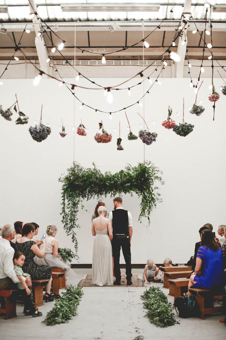 edgy minimalist wedding in a birmingham art gallery | photo: http://www.wearemattandjess.com