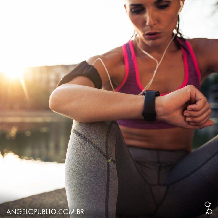 Fitbit Ionic é o mais moderno relógio para saúde e fitness ⌚️📱  Fitbit Ionic é o relógio que eu estava esperando. Um smartwatch à prova d'água e mais de 4 dias de bateria. Será o concorrente de peso do Apple Watch? #playdrivendesign #design #vida #fitness
