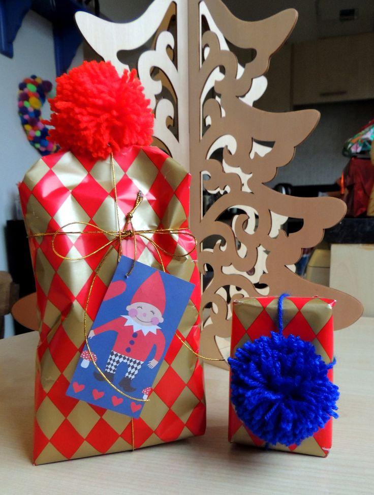 Pompom giftwrap!   Crafternoon Cabaret Club http://crafternooncabaretclub.com/2015/12/16/festive-makes-giftwrap/