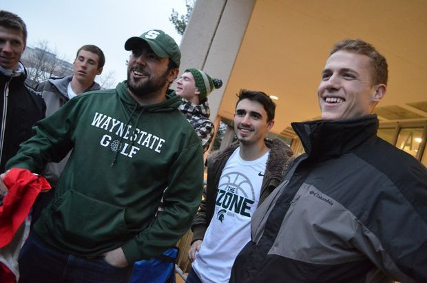 Michigan State basketball players surprise Izzone members waiting in line for UNC game with pizza | MLive.com