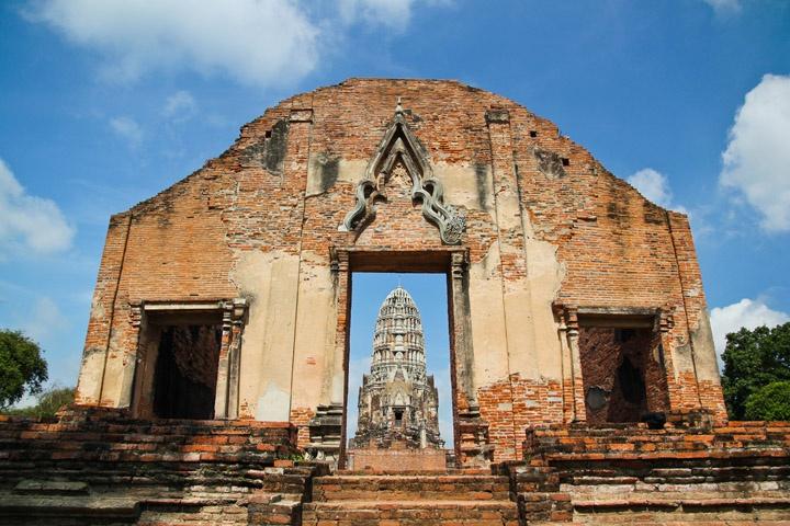 Wat Ratchaburana, Ayutthaya (photo by Alex http://www.alexinwanderland.com/2012/06/19/the-temples-of-ayutthaya/#)