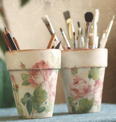 40 ideas to dress up terra cotta pots.: Diy Ideas, Paper Napkins, Terra Cotta, Terracotta Can, Dresses Up, Shabby Chic, Flowers Pots, Clay Pots, Pencil Holders