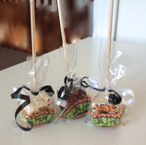 Halloween pops make a perfect party treat.