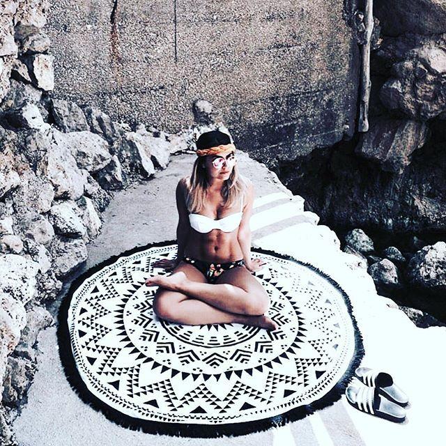 Our roundie sitting pretty in Capri 🇮🇹 | 📷 via @tanyakupelian | #wearesummer #capri #wonderlust #travelwell #traveloften